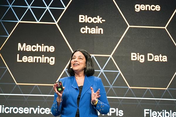 ▲ 말라 아난드(Mala Anand) SAP 레오나르도 사장이 'SAP 레오나르도 라이브'에서 연설을 하고 있다.