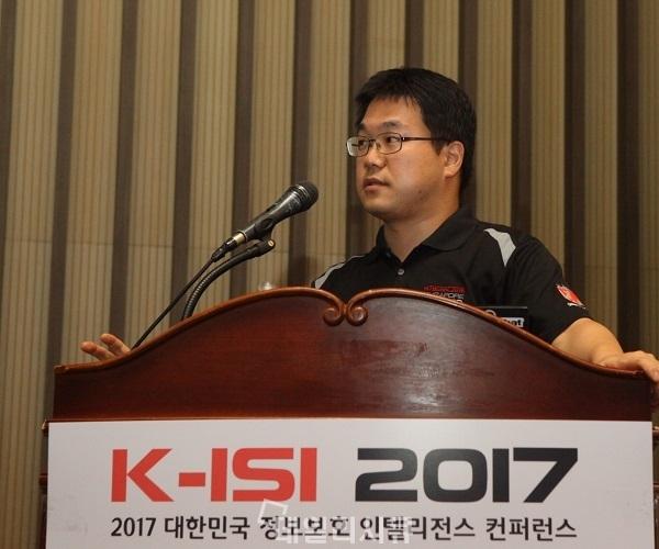 ▲ K-ISI 2017에서 APT 공격조직 분석 내용을 발표하고 있는 KISA 박문범 선임연구원.