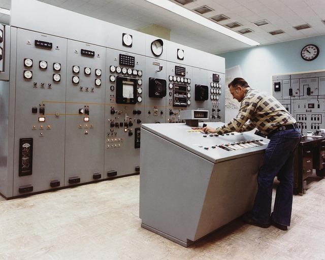 control-room-1782196_640.jpg