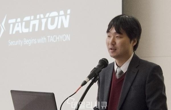 ▲ 주영흠 잉카인터넷 대표(사진)가 EDR기술 기반 'TACHYON(타키온)' 제품 라인업에 대해 설명을 하고 있다.