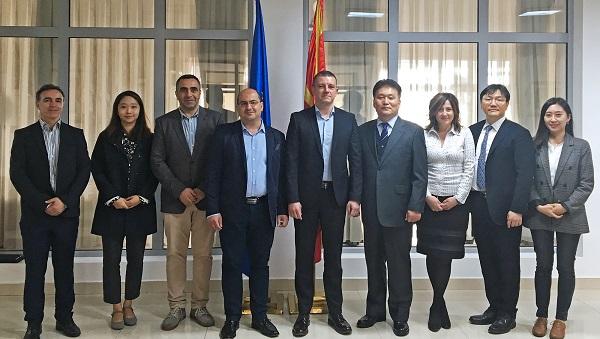 ▲ 마케도니아 교육 참가자들이 기념 촬영을 하고 있다(왼쪽에서 다섯번째 마케도니아 정보사회행정부 담얀 만체브스키 장관, 여섯번째 KISA 임재명 연구위원)