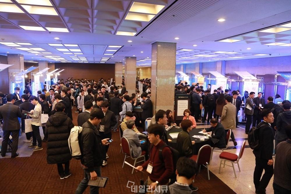 ▲ 'G-Privacy 2018 전시장. 1,000여 명의 보안실무자 참석.