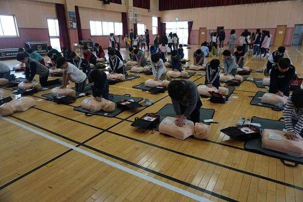 ▲ 충무초등학교 심폐소생술 실습 모습