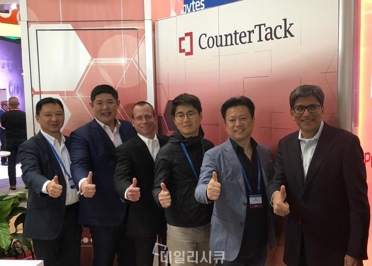▲ RSA 컨퍼런스 2018 현장에서 카운터텍은 파고네트웍스(대표 권영목. 사진 오른쪽 두번째)와 MSSP 파트너 계약을 맺고 한국시장 본격 확대를 추진.
