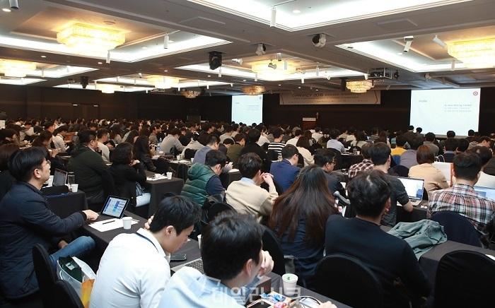 ▲ 이은경 티몬 팀장이 데일리시큐 주최 G-PRIVACY 2018에서 1천 여명의 보안실무자가 참석한 가운데 티몬 정보보안실이 실천하고 있는 '감성보안'에 대해 설명하고 있다.