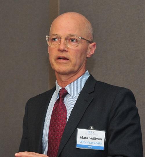 ▲ 한국IDC 기자간담회에서 발표 중인 마크 설리번(Mark Sullivan) IDC 본사 CFO