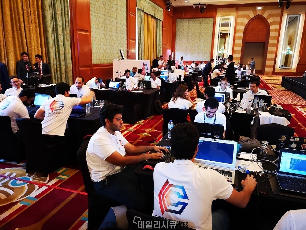 ▲ 사이버 워케임에 17개 팀이 참가해 모두스원 게이트원을 우회하기 위해 노력했지만 결국 뚫지 못했다.
