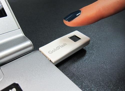▲ 에어리어(터치) 타입 지문인식 센서를 탑재한 바른전자의 UFD(USB 플래시 드라이브) 3.0 제품