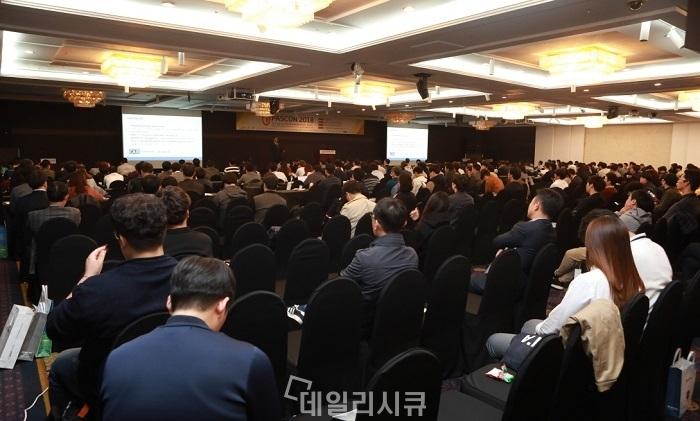 ▲ 나정주 이사 PASCON 2018 키노트 발표 현장. 이날 보안실무자 1,000여 명이 컨퍼런스에 참가했다.