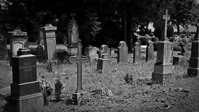 cemetery-1538646_640.jpg