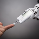 의료 보조원으로 활동하는 로봇 등장